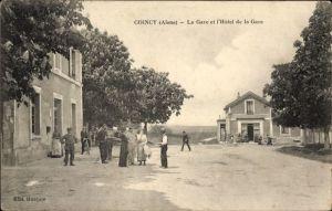 Ak Coincy Aisne, La Gare et l'Hotel de la Gare, Straßenpartie am Bahnhof, Anwohner