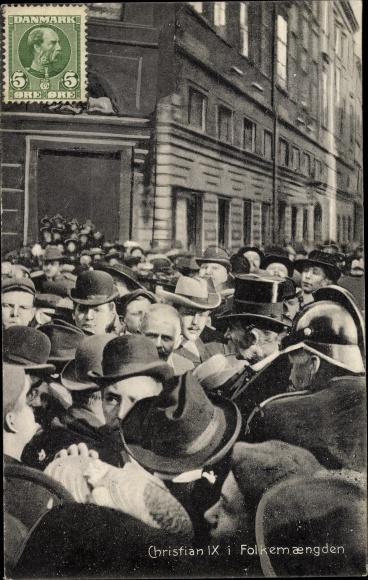 Ak København Kopenhagen Dänemark, König Christian IX. von Dänemark, Menschengemenge