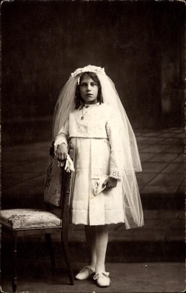 Lieblings Foto Ak Mädchen im weißen Kleid zur Konfirmation, Schleier Nr &DI_23