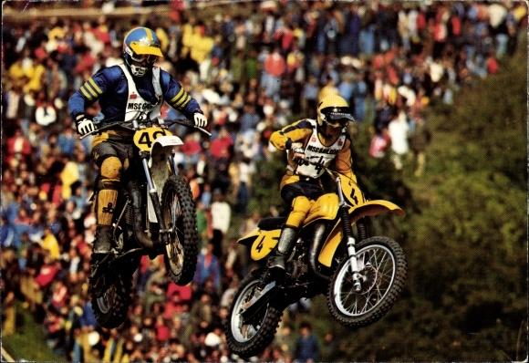 Ak Motocrossrennen, Motorradfahrer während eines Sprungs