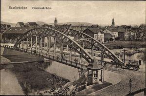 Ak Saarbrücken im Saarland, Blick auf die Friedrichbrücke