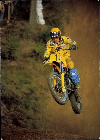 Ak Motocross, Motorradfahrer während eines Sprunges, Motorradrennen