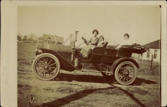 Foto Ak Blick auf ein Automobil, Auto, Oldtimer, Lenkrad