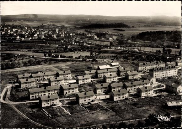 Ak Conflans Lothringen Meurthe et Moselle, Les Cités, Fliegeraufnahme der Wohnsiedlungen