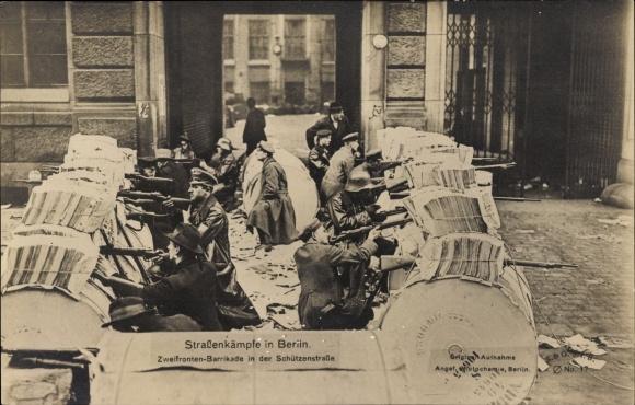 Ak Berlin Mitte, Straßenkäpfe, Zweifronten Barrikade in der Schützenstraße, Straßenkämpfe 1919
