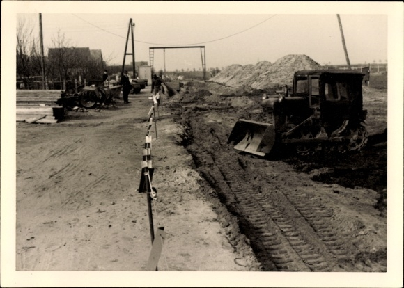Foto Schaufelbagger auf einer Baustelle, Straßen- oder Schienenbau
