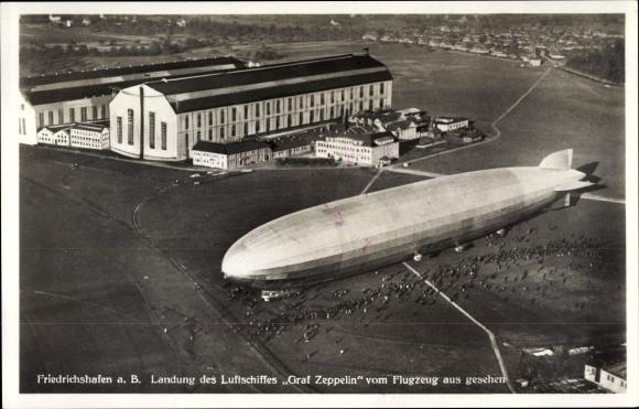 Ak Friedrichshafen am Bodensee, Fliegeraufnahme, Landung des Luftschiffes Graf Zeppelin