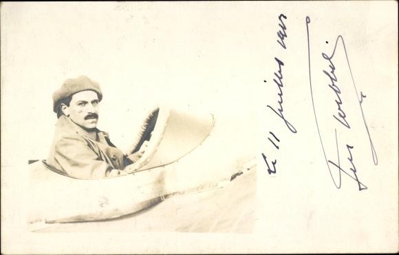 Foto Ak Pilot in seinem Flugzeug, Flugpionier