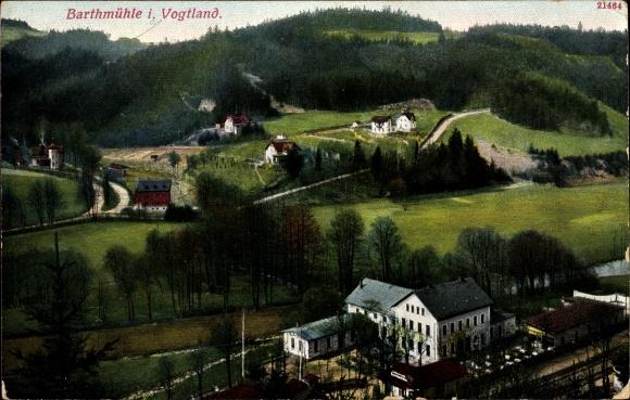 Ak Barthmühle Pöhl Vogtland, Blick auf Bahnhof aus der Vogelschau