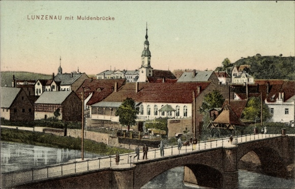 Ak Lunzenau in Sachsen, Blick auf die Muldenbrücke, Passanten