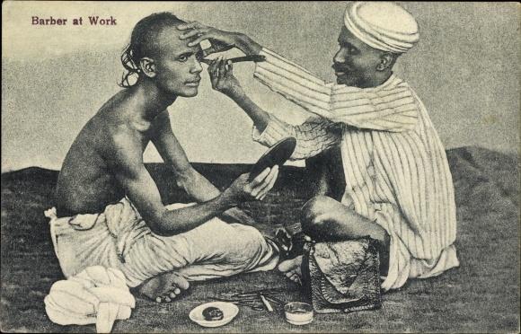Ak Barber at work, Arabischer Barbier bei der Arbeit, Rasiermesser, Handspiegel