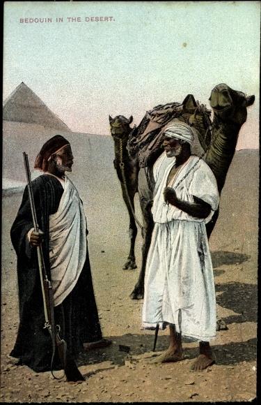 Ak Bedouin in the Desert, Beduinen in der Wüste, Kamele, Gewehr, Pyramide