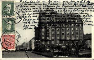 Ak Plzeň Pilsen Stadt, Mrakodrap, Straßenpartie in der Stadt