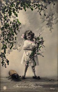 Ak Glückwunsch Pfingsten, Mädchen mit Blumen, Großer Maikäfer, NPG 7517/2