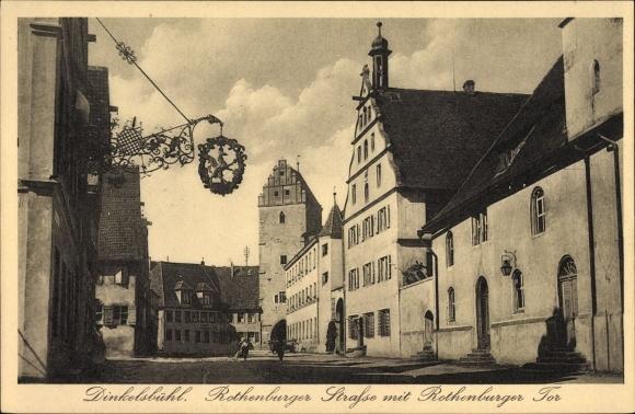Ak Dinkelsbühl im Kreis Ansbach Mittelfranken, Blick in die Rothenburger Straße mit Rothenburger Tor