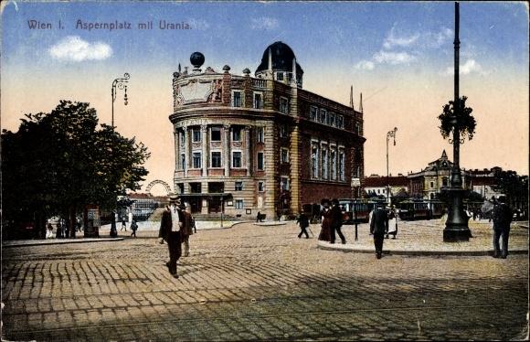 Ak Wien 1., Aspernplatz mit Urania, Passanten, Straßenpartie