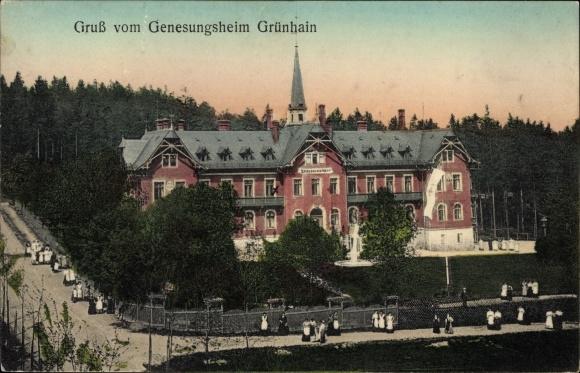 Ak Grünhain Beierfeld im Erzgebirge Sachsen, Ansicht vom Genesungsheim mit Belegschaft