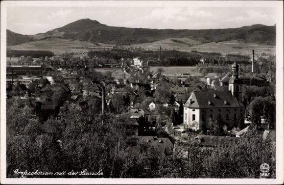 Ak Großschönau im Kreis Görlitz, Blick vom Hutberg nach der Lausche, Kirche