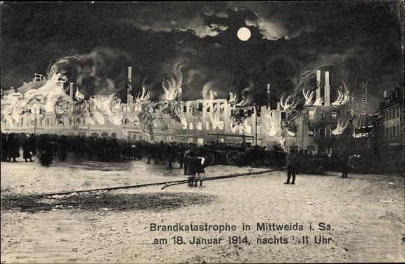 Ak Mittweida in Sachsen, Brandkatastrophe im Januar 1914, Geschäftshäuser, Feuerwehr, Anwohner