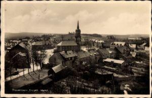 Ak Frauenstein im Erzgebirge, Blick auf die Kirche am Marktplatz