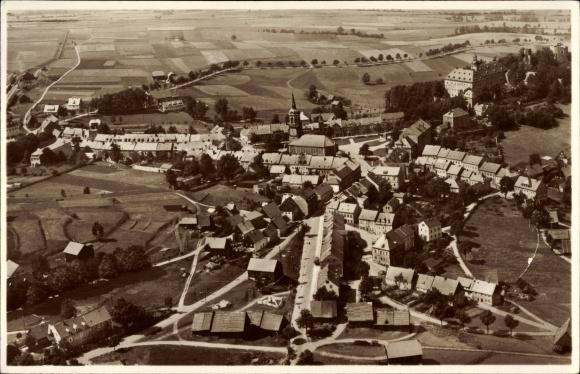 Ak Frauenstein im Erzgebirge, Fliegeraufnahme des Ortes, Kirche, Wohnhäuser