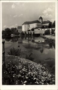 Ak Poděbrady Podiebrad Mittelböhmen, Zamek, Blick zum Schloss