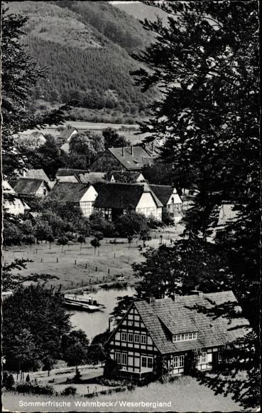 Ak Wahmbeck Bodenfelde in Niedersachsen, Sommerfrische, Durchblick zum Ort, Fachwerkhaus
