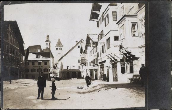 Foto Ak Bamberg?, Winterkurort, Skifahrer, Friseur, Kirchturm