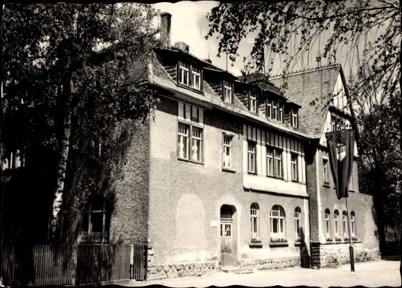 Ak Mohorn Wilsdruff in Sachsen, Straßenpartie mit Blick auf die Oberschule, Fassade, FDJ Fahne