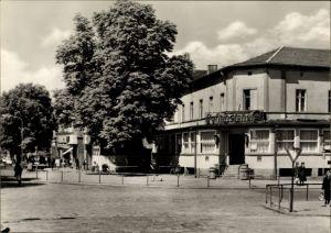 Ak Königs Wusterhausen in Brandenburg, Bahnhofsvorplatz mit Bahnhofshotel