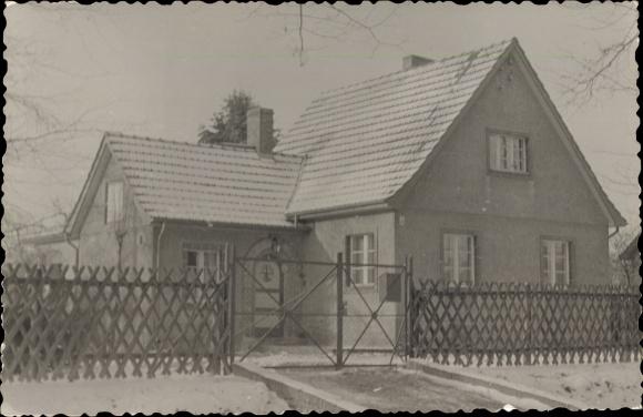 Foto Ak Fredersdorf Vogelsdorf Brandenburg, Haus und Zaun, Walter Reetz, Altlandsberger Chaussee 57