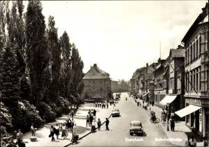 Ak Ebersbach Neugersdorf in Sachsen, Blick in die Bahnhofstraße, Geschäft Felix Stelzer, Passanten