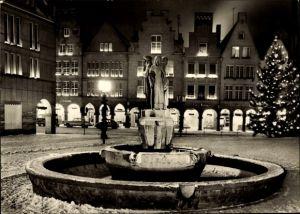 Ak Münster in Westfalen, Weihnacht am Lambertusbrunnen, Tannenbaum