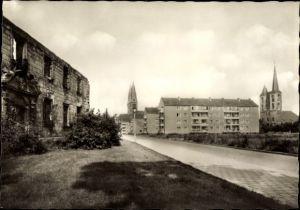 Ak Halberstadt in Sachsen Anhalt, Gerhart Hauptmann Straße mit Blick auf Dom und Martinikirche