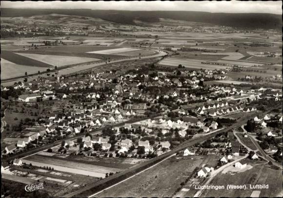Ak Lüchtringen Höxter Nordrhein Westfalen, Fliegeraufnahme von Ort und Umgebung, Felder
