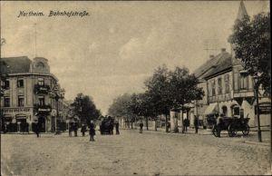 Ak Northeim in Niedersachsen, Blick in die Bahnhofstraße, Passanten