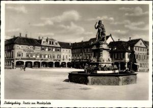 Ak Ludwigsburg in Baden Württemberg, Partie am Marktplatz, Brunnen, Apotheke, Palmsche Buchhandlung