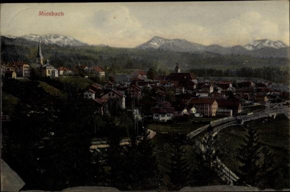 Ak Miesbach in der Region Oberland Oberbayern, Gesamtansicht des Ortes, Kirche