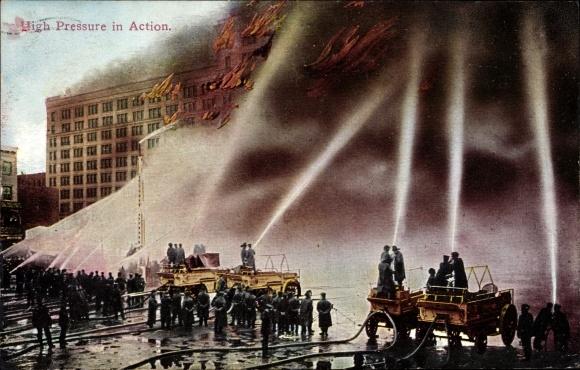 Ak USA, High Pressure in Action, Fire Fighters at work, Feuerwehr löscht einen Großbrand
