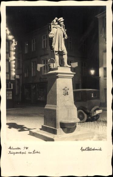 Ak Münster in Westfalen, Partie am Kiepenkerl Denkmal, bei Nacht, August Schmiemann