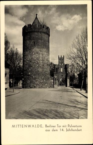 Ak Mittenwalde im Kreis Dahme Spreewald, Berliner Tor mit Pulverturm aus dem 14. Jahrhundert