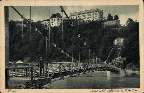 Ak Passau in Niederbayern, Partie auf der Luitpold Brücke mit Blick auf Oberhaus