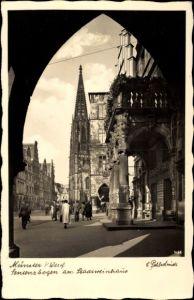 Ak Münster in Westfalen, Sentenzbogen am Stadtweinhaus, Verkehrsverein, Passanten