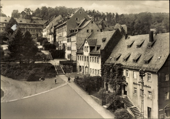 Ak Hohenstein Ernstthal Landkreis Zwickau, Blick auf die Ortschaft, Mohren Apotheke