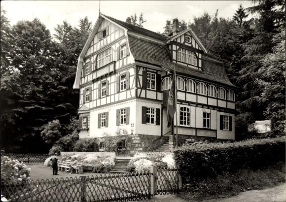 Ak Gräfenroda im Tal der Wilden Gera Thüringen, Außenansicht der Jugendherberge, FDJ Fahne