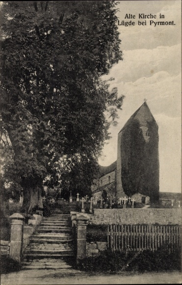 Ak Lügde im Weserbergland, Alte Kirche mit Friedhof 0