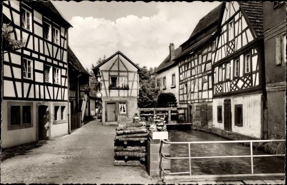 Ak Annweiler am Trifels im Kreis Südliche Weinstraße, Partie an der Gasse mit Wassermühle