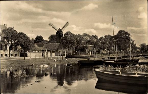 Ak Werder an der Havel, Mühlenblick, Uferpartie mit Windmühle