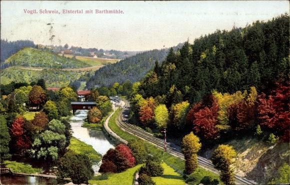 Ak Barthmühle Pöhl im Vogtland, Blick auf Elstertal und Barthmühle, Inh. Walther Andrich,Bahnstrecke