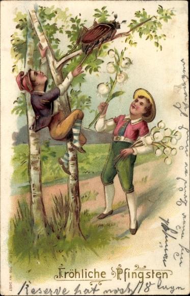 Präge Ak Glückwunsch Pfingsten, Zwei Jungen mit einem Maikäfer, Birken